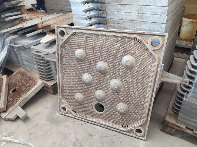 » N.25 piastre in alluminio 800x800 con foro basso e 4 scarichi collettori