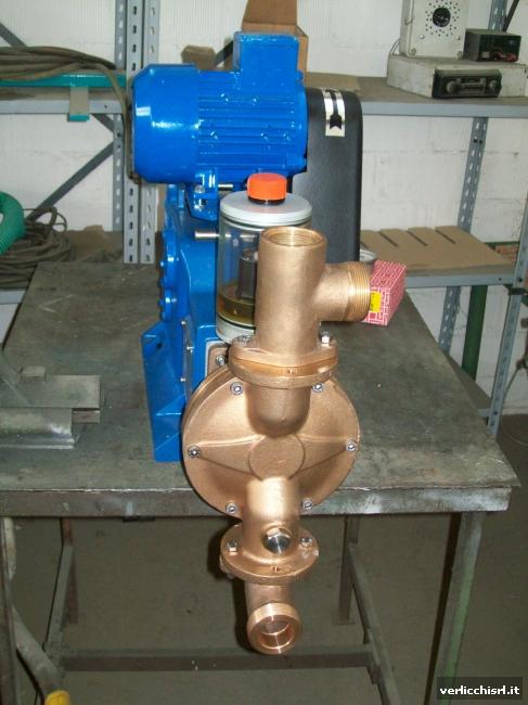 » Pompa di alimentazione dei fanghi a pistone-membrana VR1M.